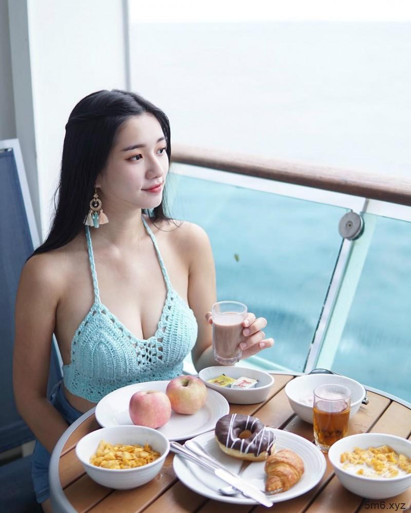 丰胸女神秋雯 比基尼秀完美身材惊呆网友