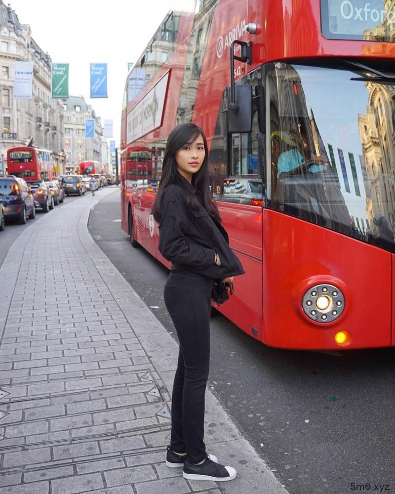 大长腿正妹Andrea Tan 空姐女神甜美笑容迷人