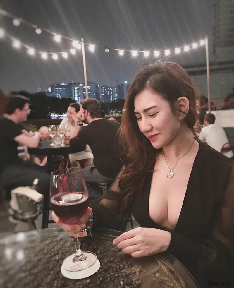 马来西亚性感正妹Kit Tang 雪乳八字奶让人无法直视
