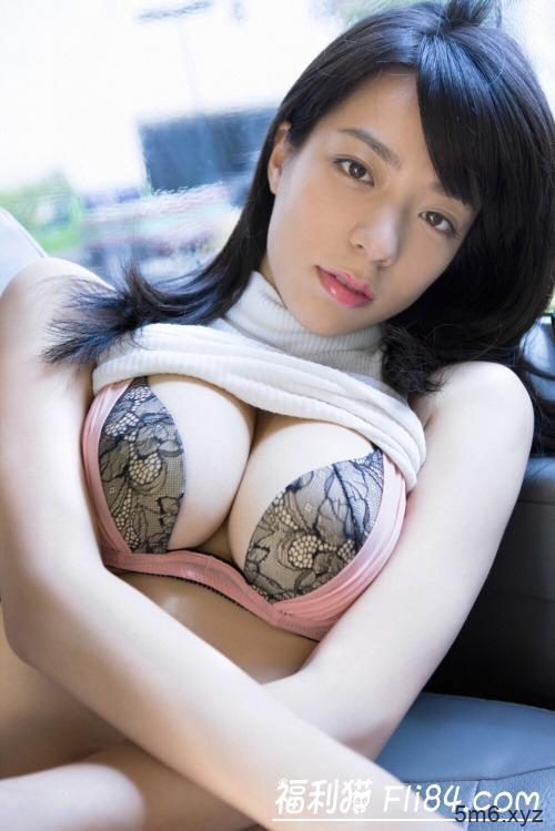 """奇迹美胸!百变女郎《小瀬田麻由》藏不住的大肉包号称""""胸器女王""""!"""