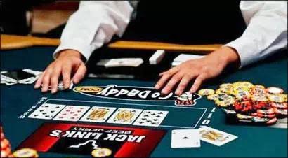 实操超池bet,要避开的陷阱都在这里!| 德州扑克策略
