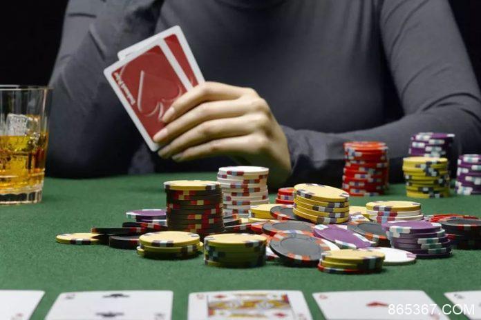 德州扑克策略:在CO位置率先加注的理由