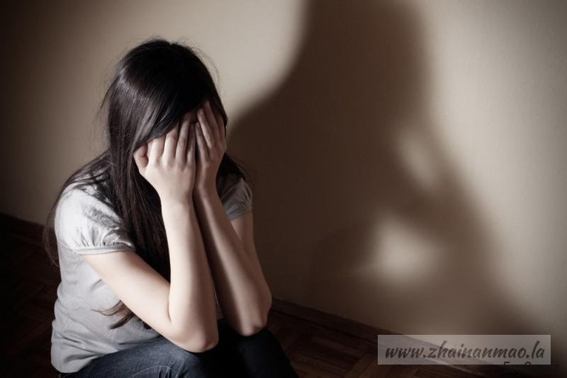 快讯:旅游遇难!20岁人妻遭5男轮流硬上 夫被逼看3小时!