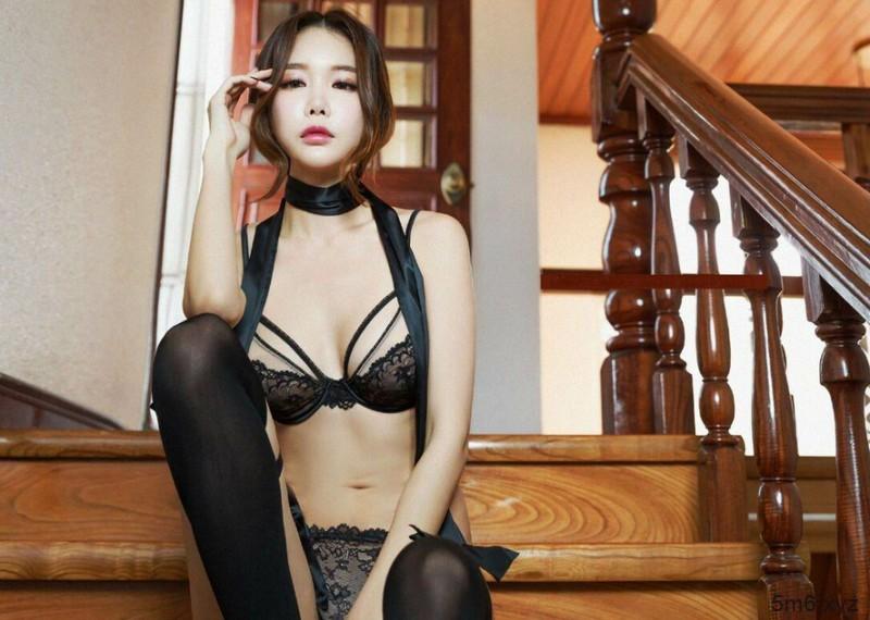 韩国名模尹爱智( 윤 애 지 )黑丝诱惑 丝袜性感写真引骚动