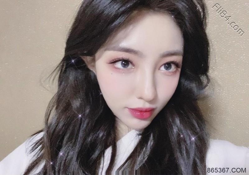 韩国电眼辣妹jeehyeounn,深V大奶直接撑爆内衣!