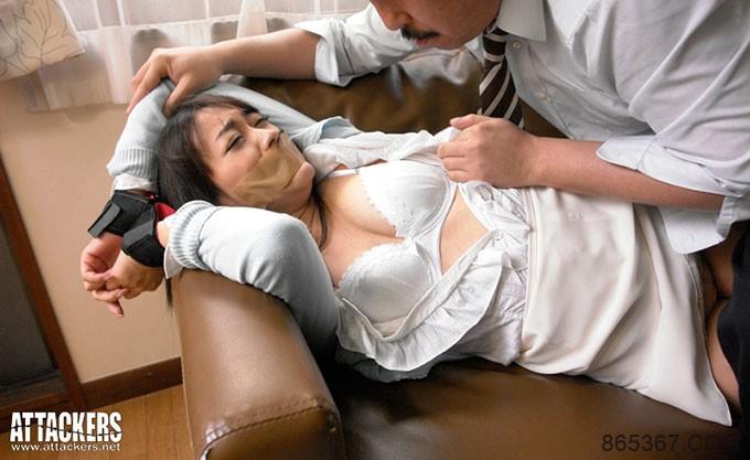 RBD-368:隔壁老王把娇妻西野翔扑倒在客厅的沙发上!