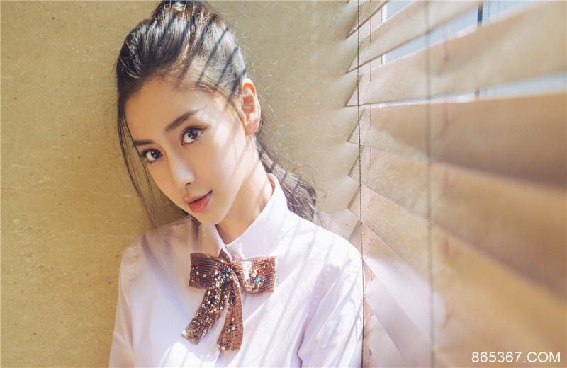 Angelababy新综艺好评不断,扮演蜡像遭网友调侃,被称演技巅峰