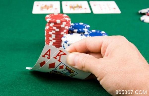 德州扑克重要的是范围,而不是底牌