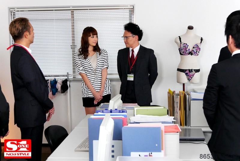 SNIS-692:巨乳社员RION内衣上阵充用胸部帮同事射出来!