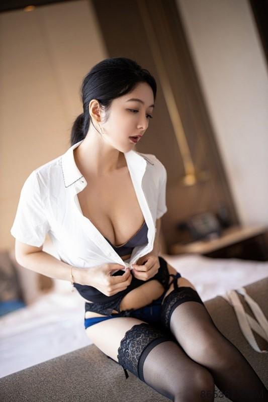 OL美女乳沟好深 女神Angela小热巴OL职业装让人心神俱醉。