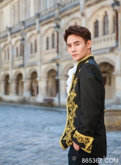 《青春环游记》暖心收官 王凯复古宫廷造型王子范儿十足