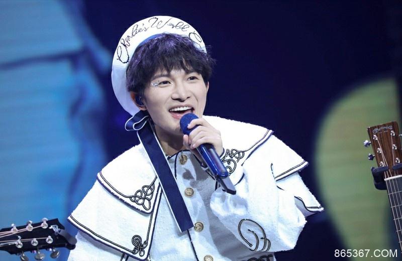 《歌手》周深决赛帮唱嘉宾居然是相声演员岳云鹏,网友:神操作