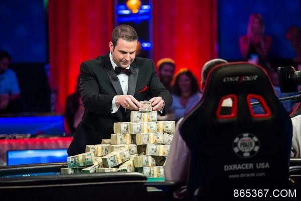 如何成为2021年WSOP的扑克发牌员