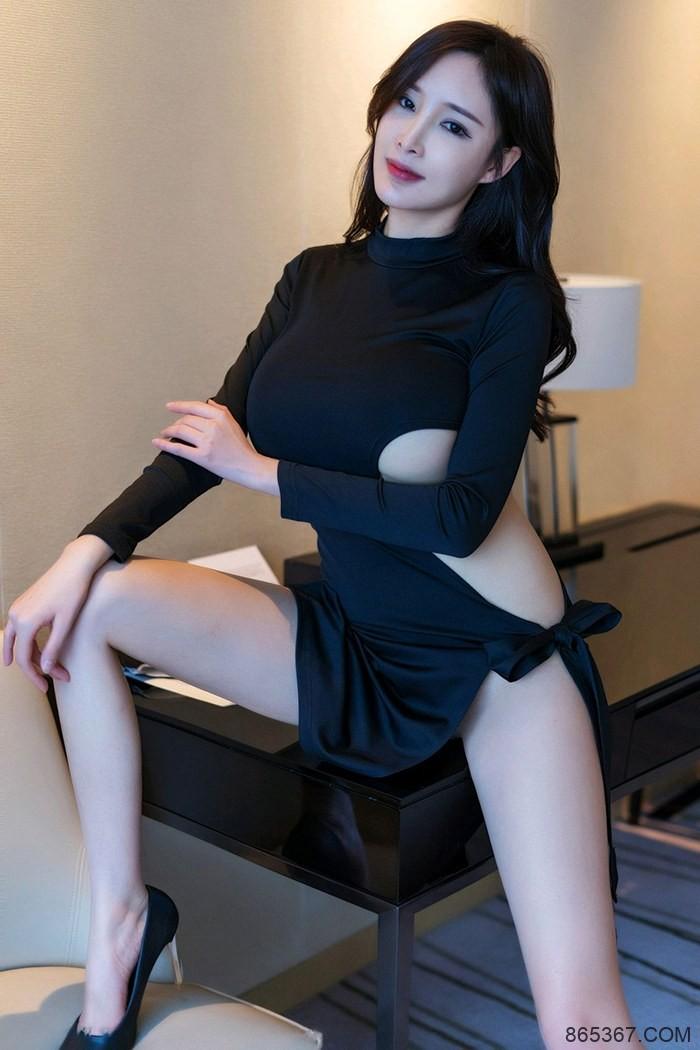 风骚嫩模周妍希真空黑色开叉长裙白皙大长腿富二代玩物 !