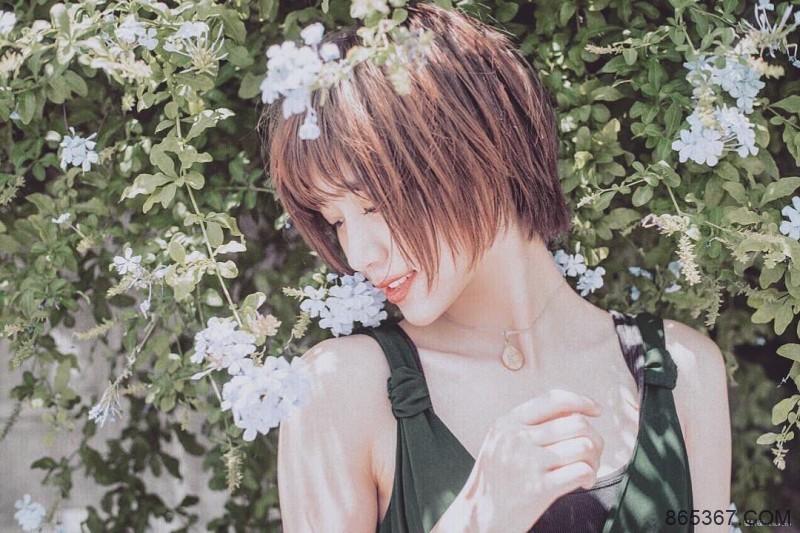 今日妹子图20200308:日本短发纤腰辣妹荒山みなみ