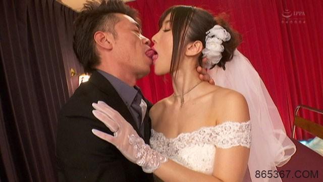 "CESD-751 :风俗娘""大槻ひびき""相爱的婚礼现场中出SEX!"