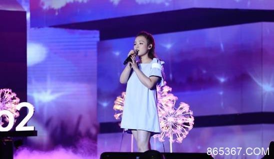 爱新觉罗·媚好声音舞台清唱原创曲目《China》 唱创兼备未来可期