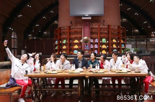 《群演公社》定档6月23日 唐国强、林永健加盟观察团