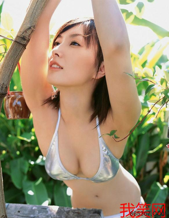 长泽奈央 ,泳池湿身的优惠写真集