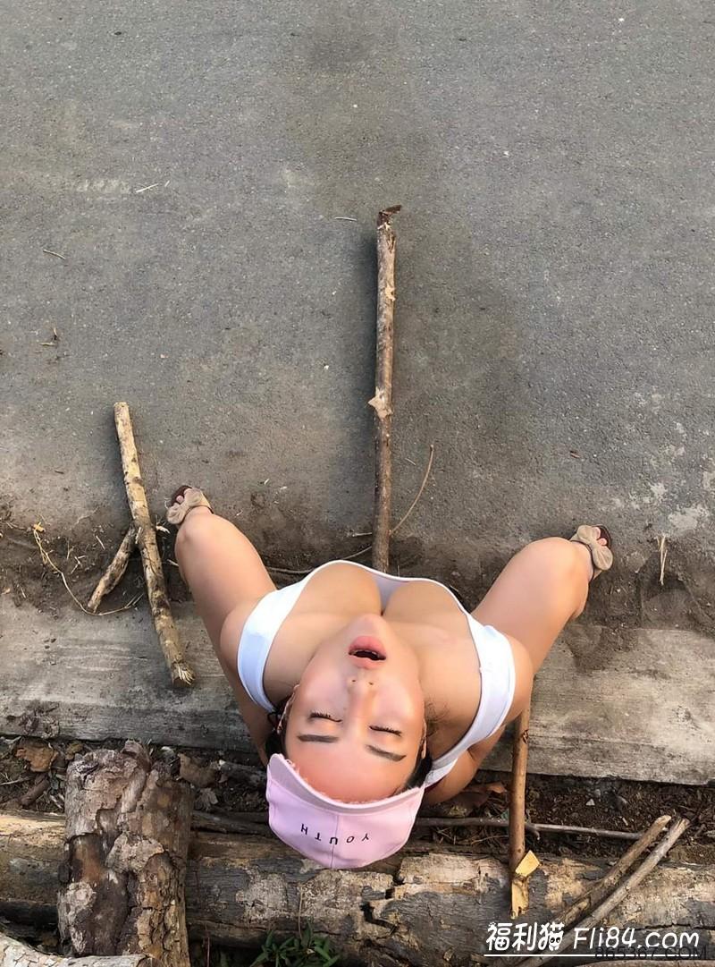 """口罩当奶罩!越南巨乳农妇@Pong Kyubi另类""""炫富""""!"""