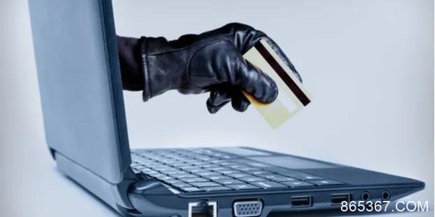 男子盗用1800个身份在网上欺诈性地玩扑克