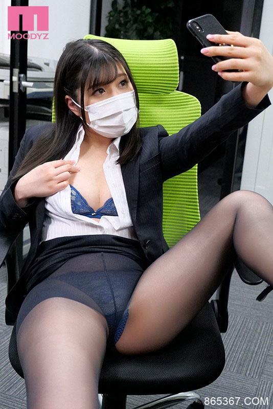 """美乳OL""""辻さくら""""压力太大在网上狂发变态自拍,上司发现后威胁并狂中出她!"""
