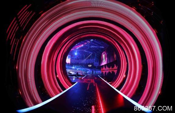 东方卫视《中国梦之声·我们的歌》曝光竞演舞台 概念元素组合歌曲青春样