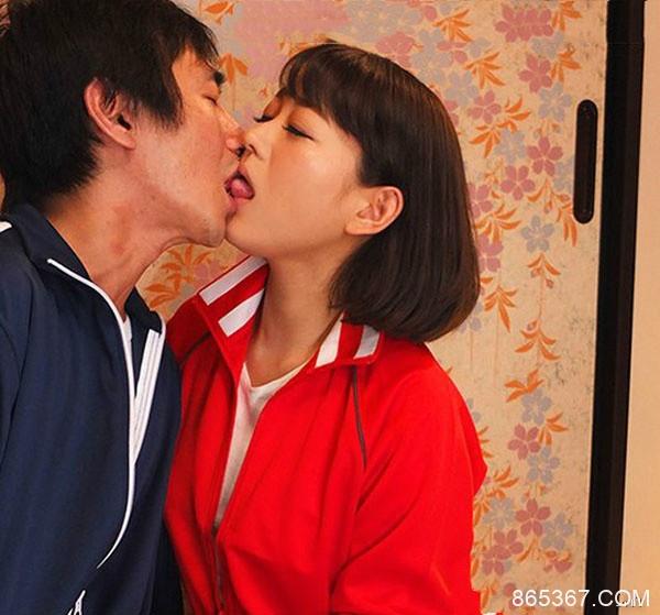 URE-046: 人妻教师西野翔户外教学偷情小鲜肉遭轮奸。