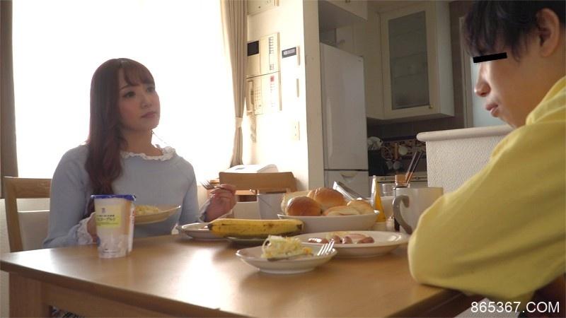 MMTA-011:穿着黑色裤袜的表姐友田彩也香饥渴的含住弟弟的肉棒。